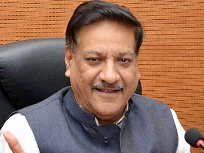 Chief Minister's Political Corruption to give Vidya, Kshirsagar a Minister | विखे, क्षीरसागर यांना मंत्रीपदे देणे मुख्यमंत्र्यांचा राजकीय भ्रष्टाचार