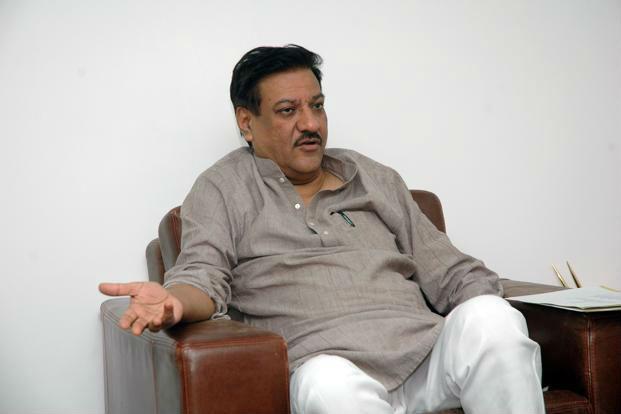 Indication of Prithviraj Chavan on Maharashtra political Situation | आधी त्यांचे बिघडू द्या, मग आमचे ठरवू; पृथ्वीराज चव्हाण यांचे सूचक संकेत