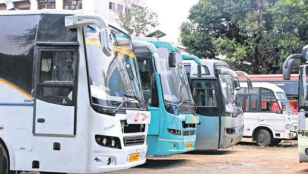 Let the bus go ... Private buses are allowed to carry passengers at full capacity | जाऊ द्या गाडी... खासगी बसेसना पूर्ण क्षमतेनं प्रवासी वाहतुकीची परवागनी