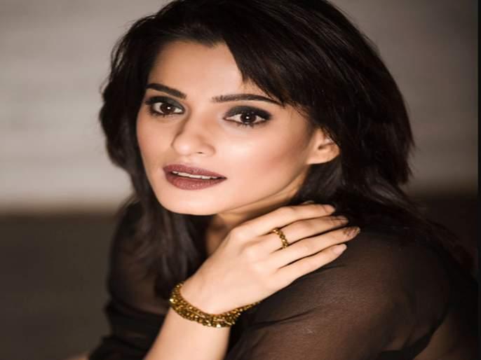 Secret revealed by Priya Bapat on turning down the work with shahrukh khan in chak de india   या कारणामुळे प्रिया बापटने चक दे इंडियामध्ये काम करण्यास दिला होता नकार