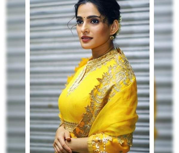 Priya bapat looks beautiful in yellow dress | पिवळ्या रंगाच्या ड्रेसमध्ये प्रियाचे आले सौंदर्य खुलून