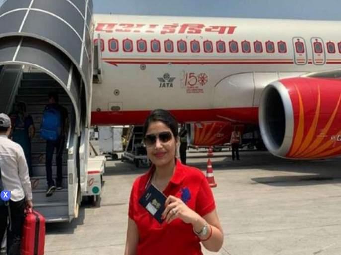 priya singh comes from abroad for voting at mau in up   मतदान करण्यासाठी 'ती' युरोपातून भारतात आली; मोदींना पुन्हा पंतप्रधान करण्याची इच्छा