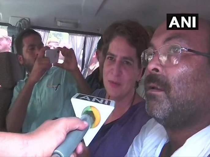 Priyanka Gandhi detained on her way to Sonbhadra to meet victims' families | सोनभद्र हत्याकांड: प्रियंका गांधी पोलिसांच्या ताब्यात, यूपीतील राजकारण तापले