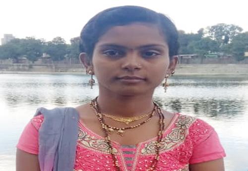 Solapur woman murdered for Diwali | दिवाळीसाठी वडिलाकडे आलेल्या विवाहित महिलेचा सोलापुरात खून