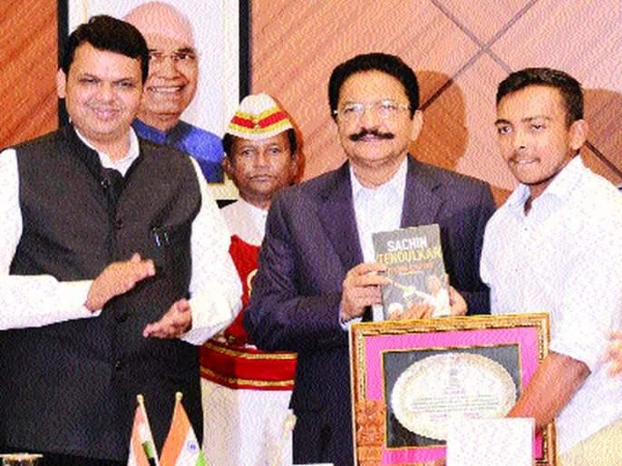 Felicitated world champions at the hands of Chief Minister and Governor | मुख्यमंत्री आणि राज्यपालांच्या हस्ते विश्वविजेत्यांचा सत्कार