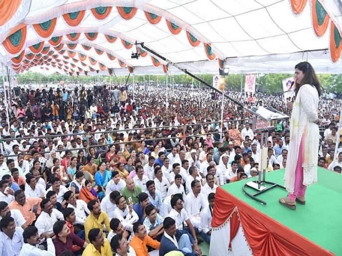 I will not leave the BJP, let the party decide what it is: Pankaja Munde   बहुजनांपर्यंत पोहोचलेला पक्ष पुन्हा मूठभरांच्या हाती देऊ नका: पंकजा मुंडे