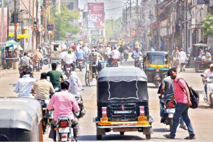 Maharashtra Lockdown: Freedom of communication, not 'ban' !; The idea of shutting down petrol, groceries, vegetables   Maharashtra Lockdown : 'बंदी' नव्हे, ही संचारमुक्ती !; पेट्रोल, किराणा, भाजीपाला बंद करण्याचा विचार