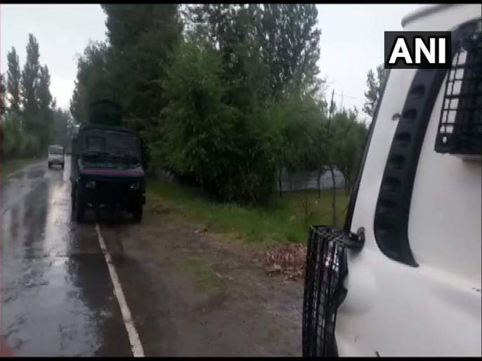 targets army vehicle near Pulwama, nine jawans injured in IED blast | पुलवामाजवळ लष्कराच्या वाहनाला लक्ष्य करून घडवला आयईडी स्फोट, नऊ जवान जखमी