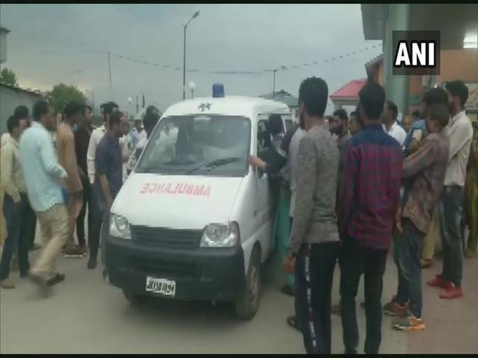 Terrorists lobbed a grenade at Pulwama police station | पुलवामामध्ये दहशतवाद्यांचा नंगानाच, पोलीस ठाण्यावर ग्रेनेड हल्ला, पाच जण जखमी