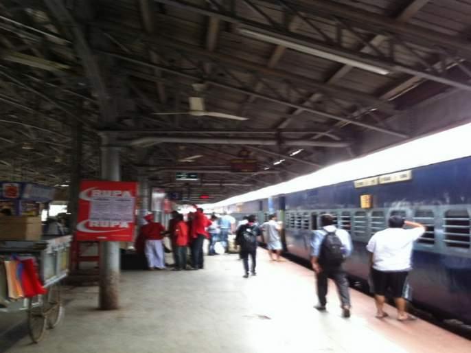 'What's up photo' campaign for the cleanliness of the Pune railway division | पुणे रेल्वे विभागाचे स्वच्छतेसाठी 'व्हाट्स अप फोटो 'अभियान
