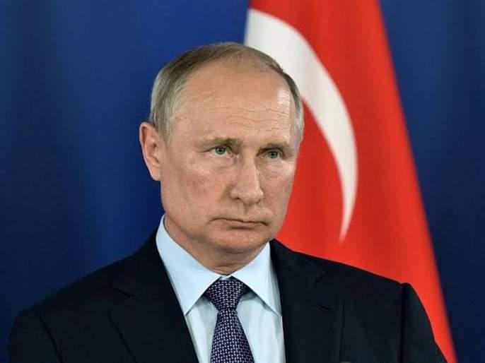 Russian President Vladimir Putin signs law to label journalist as foreign agents | ...तर पत्रकारांना परदेशी एजंट घोषित केलं जाणार; रशियन सरकारचा निर्णय