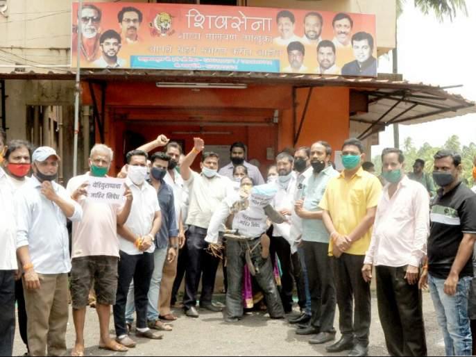 Protest reported by trampling the statue, Shiv Sainik aggressive | पुतळा तुडवून नोंदविला निषेध, शिवसैनिक आक्रमक