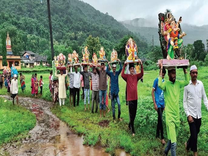 Gauri-Ganapati Visarjan in the Raigad district | जिल्ह्यात गौरी-गणपतीला भावपूर्ण निरोप, विसर्जनस्थळी भाविकांची गर्दी