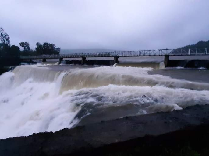 Two gates of Radhanagari opened due to heavy rains in the dam area   धरण क्षेत्रात पाऊस वाढल्याने राधानगरीचे दोन दरवाजे खुले