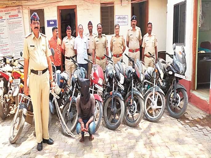Rahuri police arrest 3 stolen motorcycles; Arrest one by trapping   राहुरी पोलिसांनी पकडल्या चोरीच्या १३ मोटारसायकली; सापळा लावून एकास अटक