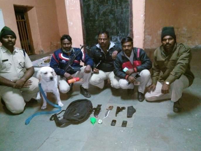 Varanasi-Hubli Express looted: Lootaru Pacer | वाराणसी-हुबळी एक्सप्रेसची लुट टळली : लुटारू पसार