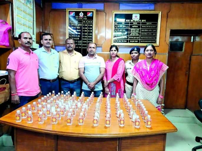 109 bottles of alcohol seized at Nagpur railway station | नागपूर रेल्वेस्थानकावर दारूच्या १०९ बॉटल जप्त