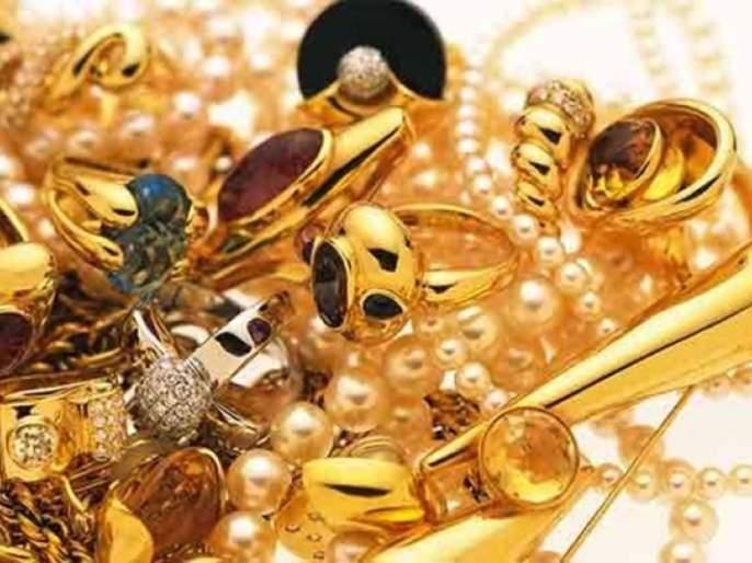 50 lakh gold jewelery was found near Courier Boy in Nagpur | नागपुरात कुरिअर बॉयजवळ आढळले सोन्याचे ५० लाखांचे दागीने
