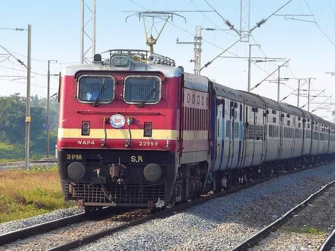 Indian Railways' first overseas parcel service; Andhra Pradesh dried chillies sent to Bangladesh | भारतीय रेल्वेची प्रथमच देशाबाहेर पार्सल सेवा; बांगलादेशात पाठविली आंध्र प्रदेशातील वाळलेली मिर्ची