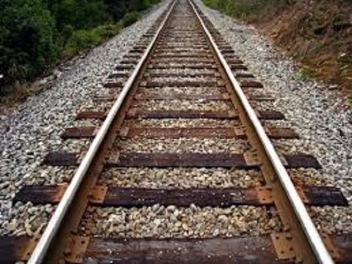 The Mumbai-Pune railway line will have to wait a week for smooth operation | मुंबई-पुणे रेल्वे मार्ग सुरळीत होण्यासाठी करावी लागणार आठवडाभराची प्रतीक्षा