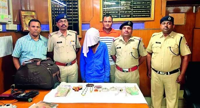 Ragi accused of stealing trolleybags arrested in Rango: Nagpur RPF action | ट्रॉलीबॅग चोरी करणाऱ्या आरोपीस रंगेहात अटक :नागपूर आरपीएफची कारवाई