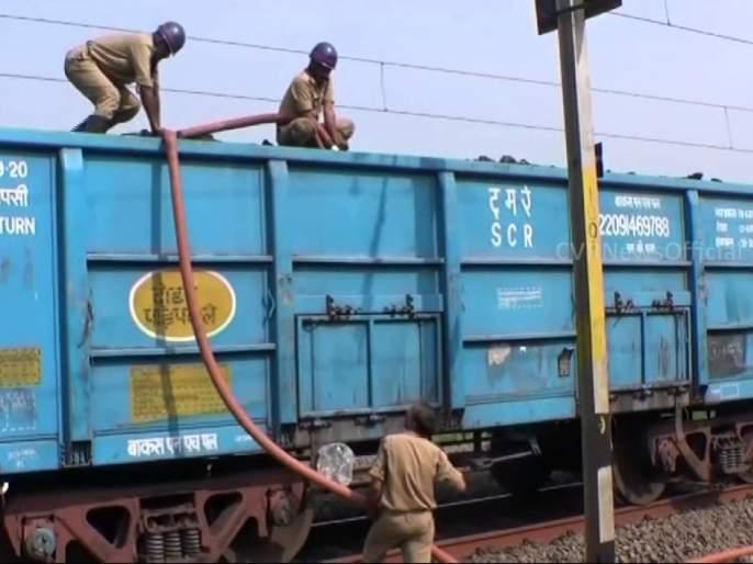 About 38,000 wagons are transported by Central Railway in 15 days | मध्य रेल्वेद्वारे १५ दिवसात सुमारे ३८हजार वॅगन्समधून जीवनावश्यक वस्तूची वाहतूक