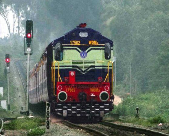 indian railways set to go back Flexi Fair plan for 40 train | फ्लेक्सी फेअर योजना फसली; 40 ट्रेनची तिकिटे मिळणार सामान्य दरात