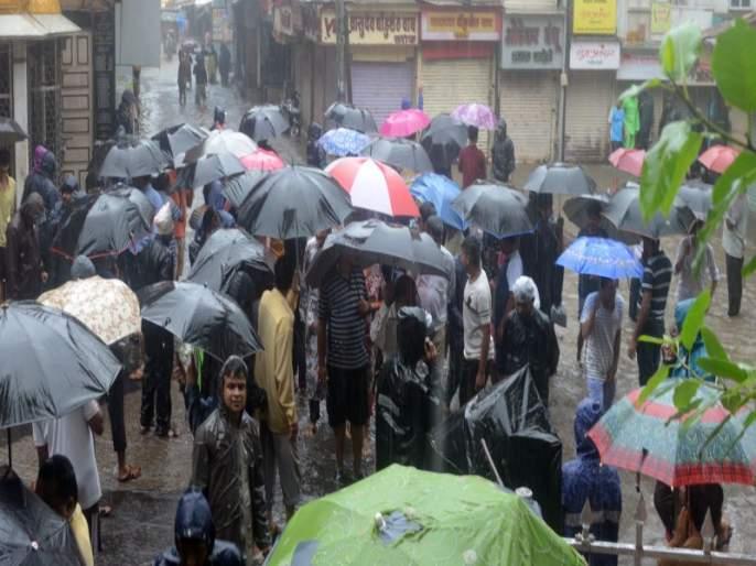 Jailroad was hit by rain; Precipitation forecast for Monday   जेलरोडला पावसाने झोडपले; सोमवारी मुसळधार पावसाचा अंदाज