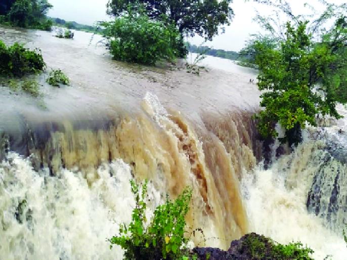 Heavy Rainfall recorded in Mukhed, Kandhar taluka; Extreme loss of crops | मुखेड, कंधार तालुक्यात अतिवृष्टीची नोंद; पिकांचे अतोनात नुकसान