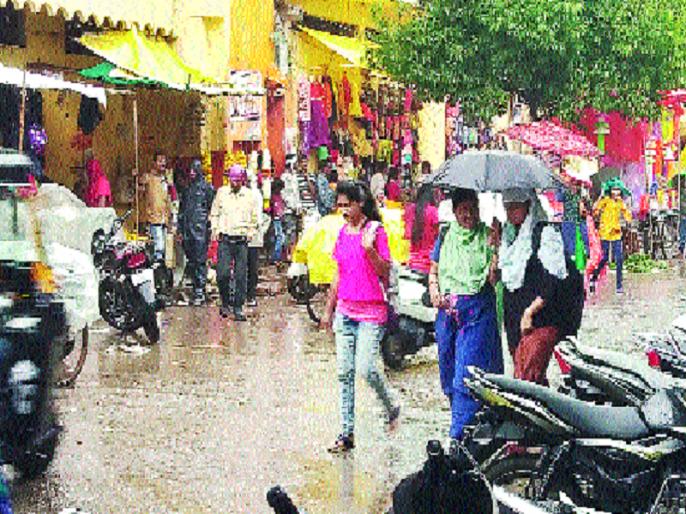 Rainfall in Nanded district exceeds the annual average; satisfaction with return Mansoon   नांदेड जिल्ह्यात पावसाने वार्षिक सरासरी ओलांडली; परतीच्या पावसाने दिला दिलासा