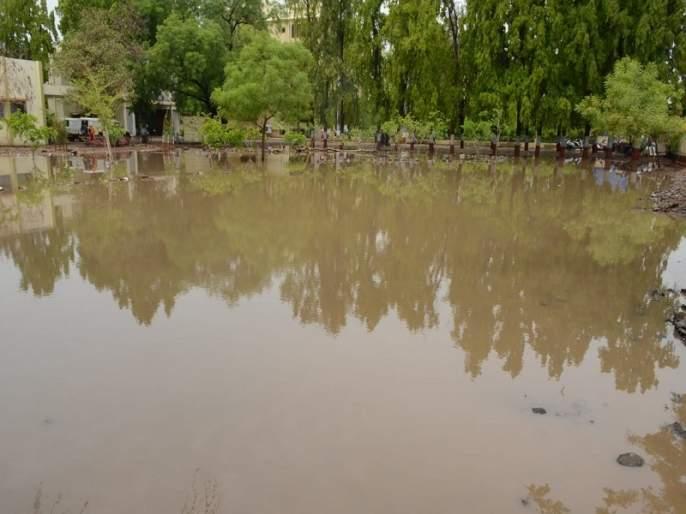 Four hundred crores hit Jalna district | जालना जिल्ह्याला चारशे कोटीचा फटका