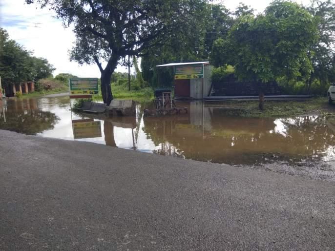 Monday night with heavy rains in Adarki, Bibi and Saswad areas | आदर्की , बिबी,सासवड परिसरात सलग तीन दिवस संततधार पावसाने जनजीवन विस्कळित