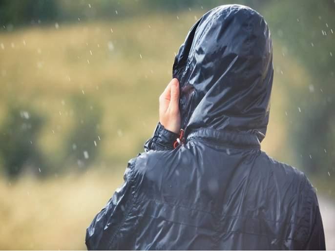 Headmaster gives Holiday to the school as forgotten the Raincoat at home | रेनकोट विसरला म्हणून शाळा दिली सोडून