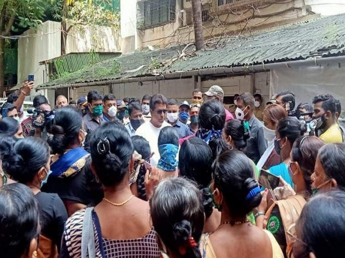 fisher women meets mns chief raj thackeray against outsider fish sellers | 'राजसाहेब, त्या बेकायदा मासेविक्रेत्यांना हटवा', कोळी महिलांनी घेतली राज ठाकरेंची भेट