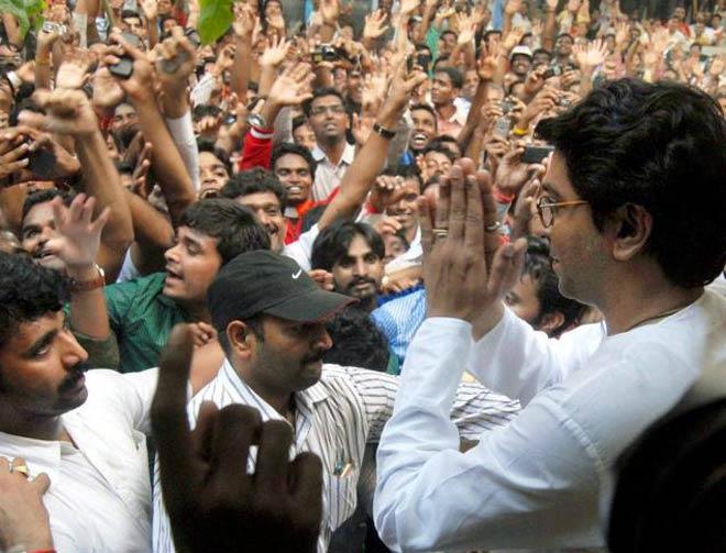 Maharashtra Lok Sabha election results 2019: 'Nota' increased voting its options for MNS Worker? | महाराष्ट्र लोकसभा निवडणूक निकाल 2019: युती नको अन् आघाडीही; 'नोटा'ला वाढलेली मतं मनसैनिकांची?