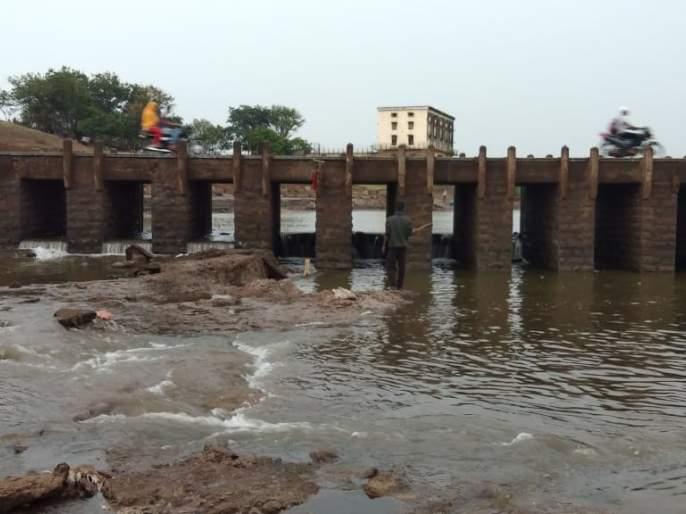 'Rajaram' removed the plates of the dam   'राजाराम' बंधाऱ्याच्या प्लेटा काढल्या