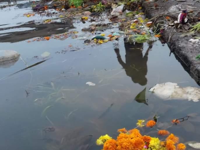 Cleaning of the dam by Rajaram Bandhara Group in Bavda | बावड्यातील राजाराम बंधारा ग्रुपच्यावतीने बंधाऱ्याची स्वच्छता