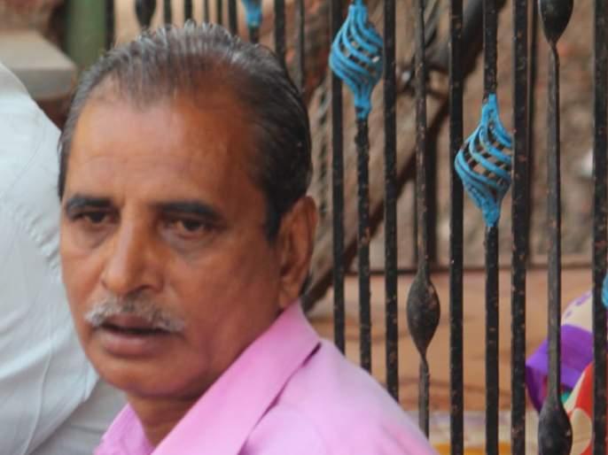 Elderly man commits suicide after going to shop in quadrangle | चौपदरीकरणात दुकान गेल्याने वृद्धाची आत्महत्या