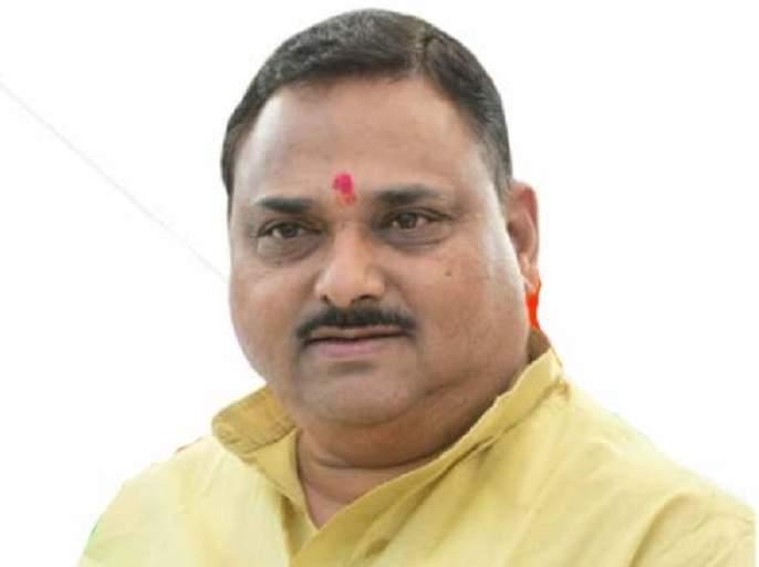 Minister of State for Health Rajendra Patil-Yadravkar barred from entering Karnataka, Tafa sent back   आरोग्य राज्यमंत्री राजेंद्र पाटील- यड्रावकर यांना कर्नाटक प्रवेशास मज्जाव,ताफा परत पाठवला