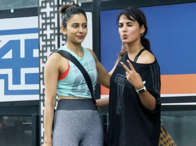 rakul preet confesses to ncb about drugs chat with rhea chakraborty in 2018   होय, मीच रियासोबत ड्रग्जबद्दल चॅट केलं, पण...; रकुल प्रीतकडून ब्लेमगेम सुरू?
