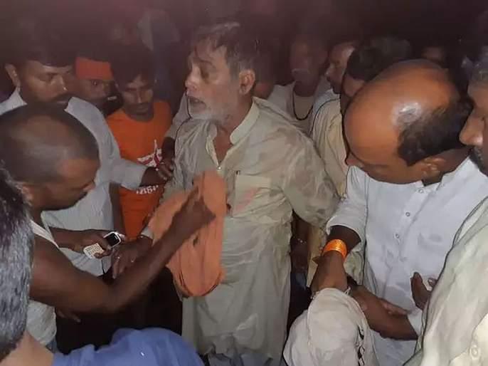 Bjp Mp Ram Kripal Yadav Fell Into The Water In Masaurhi Patna District   पूरग्रस्त भागाची पाहणी करताना भाजपाचे खासदार नदीत पडले!
