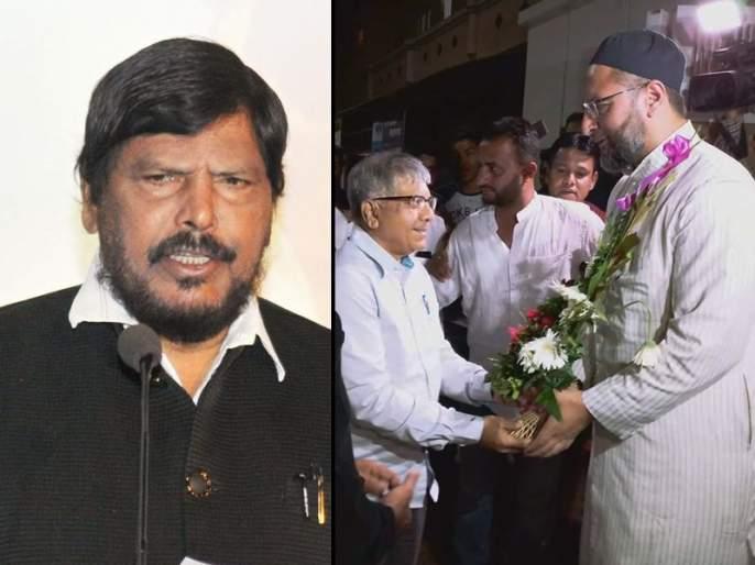 Alliance of Prakash Ambedkar and MIM is helpful to BJP RPI, says ramdas athawale | रामदास आठवलेंचं वेगळंच गणित; म्हणे, भारिप-एमआयएम युती मजबूत होऊ दे!