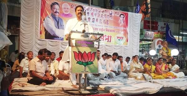 Baramatikar's sin of the demise of Madha Lok Sabha constituency: Ranjeet Singh Naik-Nimbalkar | माढा लोकसभा मतदारसंघाचा दुष्काळ हे बारामतीकरांचं पाप : रणजितसिंह नाईक-निंबाळकर