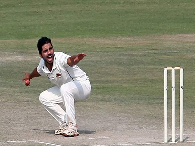 Iqbal Abdulla take 3 wickets And 4 maiden over in 7 overs spell in vijay hazare trophy | इक्बाल अब्दुल्लाने 7 षटकात 4 धावा, 4 मेडन, 3 विकेट्स घेत मणिपूरची उडवली दाणादाण