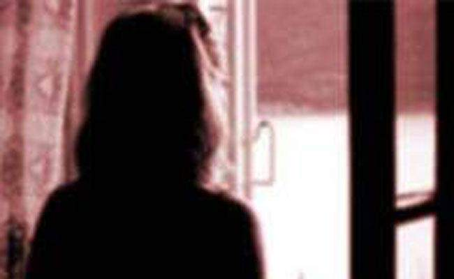 Excess in Vashi on a young woman brought for treatment? The matter will be clarified in the autopsy report | उपचारासाठी आणलेल्या तरुणीवर वाशीत अतिप्रसंग? शवविच्छेदन अहवालात होणार बाब स्पष्ट