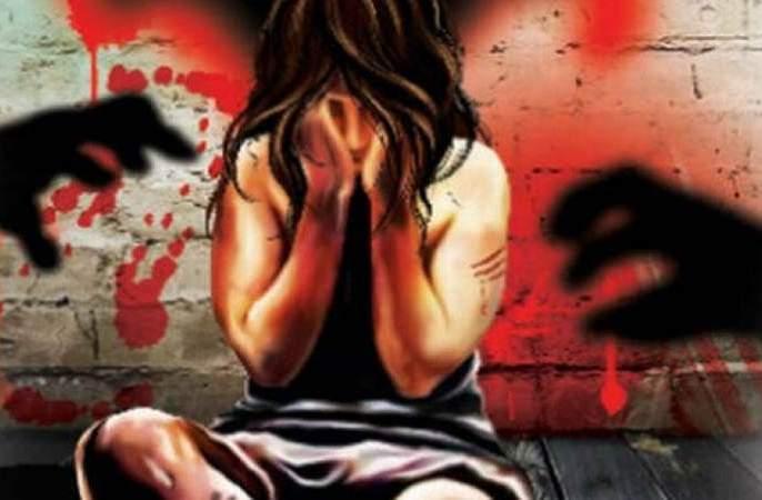 Sexual harassment on minor girls giving drug pills | नशेची गोळी देत अल्पवयीन मुलीवर लैंगिक अत्याचार