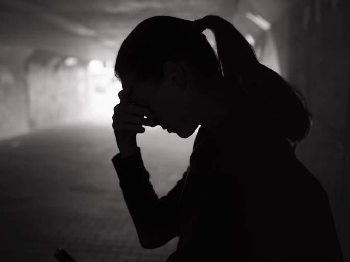 The young woman did not give her mobile number; The young man kept her for two days with the intention of defaming her | तरुणीने मोबाईल नंबर दिला नाही; तरुणाने बदनामी करण्याच्या उद्देशाने तिला दोन दिवस ठेवले डांबून