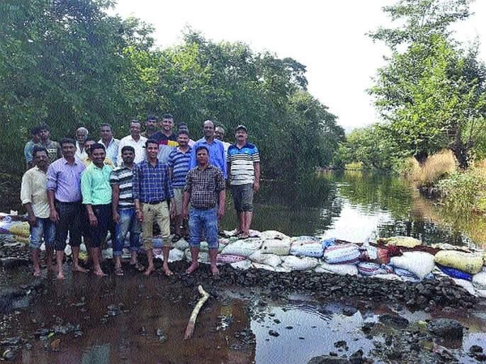 The Vanarai dam built at Tasgaon; The concept 400 of building dams | तासगाव येथे बांधला वनराई बंधारा;४०० बंधारे बांधण्याचा संकल्प