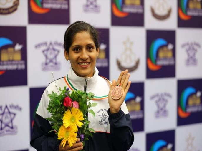 Women; s Day:'She' achieved success in'Shooting' with duty of police; Inspirational story of Police Rashmi Dhavade   'खाकी वर्दी' ची धुरा सांभाळत 'ती'ने साधला 'नेम'; पोलीस नाईक रश्मी धावडेची प्रेरणादायी गाथा