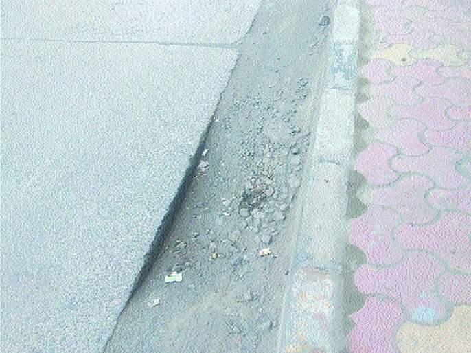 Risk of accident due to highway pits | महामार्गावरील खड्ड्यांमुळे अपघाताचा धोका